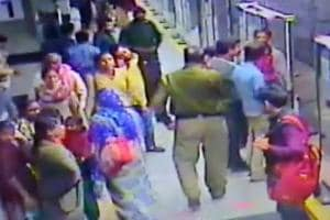 Head constable caught on CCTV 'helping' thieves in Delhi Metro suspended