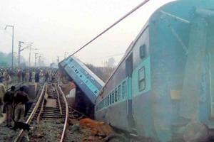 Fifteen coaches of the Sealdah-Ajmer Express derailed near Kanpur...