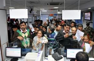 Note exchange deadline: Thin queues at banks,ATMs still run dry