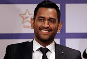 Bollywood stars dedicate tweets to Dhoni after he steps down as India captain