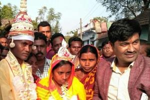 Mason ties knot in Jharkhand's first cashless wedding