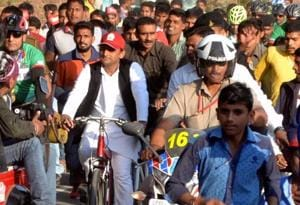 UP elections LIVE: Akhilesh Yadav faction gets 'cycle' symbol to...