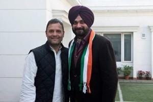Navjot Sidhu joins Congress, Twitter treats it like a Laughter...