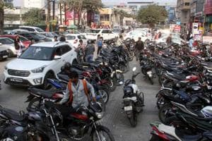 Noida mulls cancelling all parking contracts
