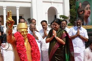 AIADMK leader slams Sasikala's brother for insulting MGR's memory