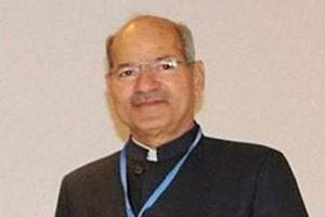 Environment minister Anil Madhav Dave has conveyed his displeasure to ministry officials about their lack of command over Hindi in official files.