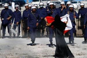Bahrain bans online media as violence erupts between police and Shia...