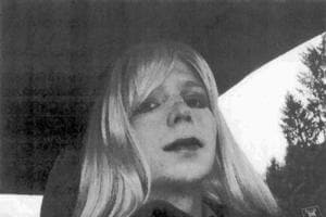Obama shortens sentence of WikiLeaks source Chelsea Manning