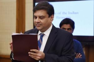 Urjit Patel stumbles over demonetisation questions, Manmohan comes to...