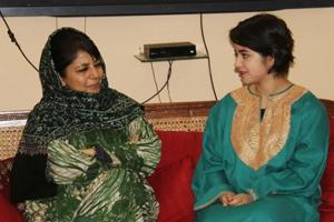 J-K Govt backs Zaira Wasim, warns extremists not to blackmail...