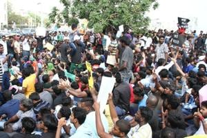 Jallikattu ban: Thousands protest at Chennai's Marina Beach, Madras...