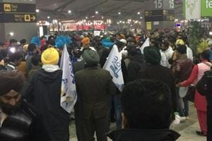 Punjab elections: 100 NRIs arrive in Delhi from Canada to drum up...