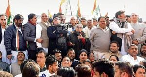 Congress holds protest against demonetisation outside RBI in...