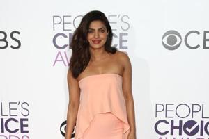 Priyanka Chopra bags a People's Choice Award for Quantico!