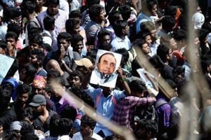 Jallikattu restricts political breeding: No space for netas in Occupy...