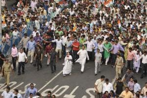 The tug of war between the Narendra Modi and Mamata Banerjee governments, which was confined to the administrative corridors, has now spilled on to the streets.