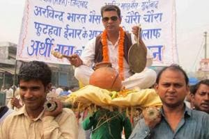 Washing voters' feet, Arthi Baba hardsells humility on campaign trail