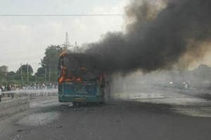 Mob torches bus, blocks highway to protest lynching in Bengal's Kalna