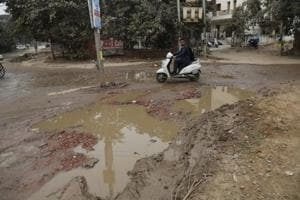 Residents of Sector 40 in Gurgaon stage protest, demand repair of...