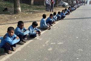 Two die, many kids fall ill during Bihar's human chain