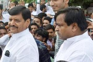 Poll panel sends notice to UP minister Prajapati for violating code of...