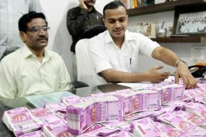 I-T finds Rs 162 cr, 12kg gold after raids on Karnataka minister,...