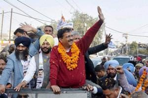 Defiant Kejriwal attacks EC again over 'take bribe, vote for AAP'...