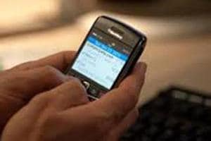 Delhi police bust gang that used phone exchange offers to dupe victims...