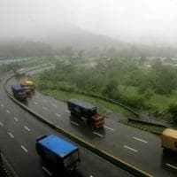 ST bus goes off Mumbai-Pune Expressway after tyre burst, 8 injured