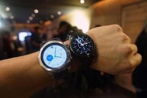 The Samsung Gear S3, priced at Rs 28,500, probably has the best battery among all other smatwatches including Apple's latest Watch Series 2.