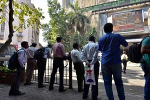 People watching Union Budget 2017 outside Bombay Stock Exchange in Mumbai as finance minister Arun Jaitley presents the Union Budget 2017.
