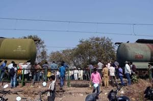 Coupling of a goods train broke at Vithalwadi station, affecting CR service