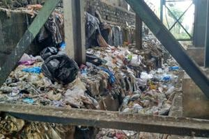 Mumbaiites irked by garbage near rly tracks start Twitter campaign