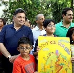 In 2015, the residents of Bandra, including celebrities such as Rishi Kapoor, had come together against the civic body's decision of allowing hawkers in residential areas of Pali Hill.