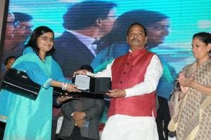 Jharkhand CM launches application for paperless depts, distributes 3000 tabs