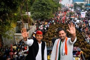 Congress party Vice President Rahul Gandhi (R) and Uttar Pradesh state Chief Minister Akhilesh Yadav during a joint election rally in Agra, February 3, 2017.  Rahul is seen as an outsider in spite of the fact that the core constituencies – particularly Amethi and Re Bareli -- have remained dedicated to the Congress.  This is in sharp contrast with Akhilesh Yadav who has a more informal and intimate direct connection with the people.