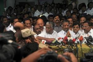 Here's how 10 pro-Panneerselvam MPs may still retain their Parliament seats