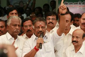 Panneerselvam hits out at Stalin for demanding removal of Jayalalithaa...