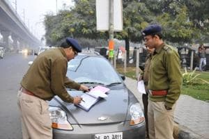 Gurgaon police receives 1,000 traffic complaints on WhatsApp in 15...