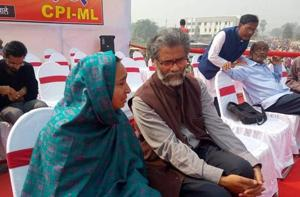 JNU student Najeeb's mother makes an emotional speech at CPI-ML's...