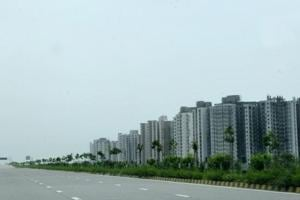 Yamuna Expressway: Allottees meets YEIDA chief over delay in handing...