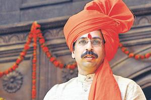 A day before BMC polls, Shiv Sena takes one last jibe at chief...