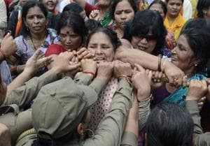 BJP women activists protest against state goverment after the Badaun rape case, Lucknow, June 2, 2014 )