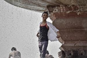 Delhi sees hottest February day in a decade, max temperature at 32.4...