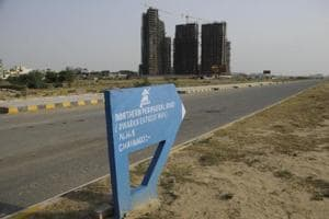 Huda holds draw of lots to allot plots for Dwarka expressway oustees
