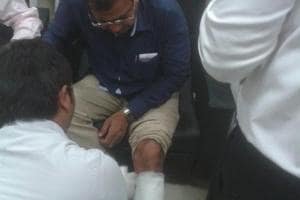 Gujarat: Four injured as BJP, Congress MLAs trade blows inside state...