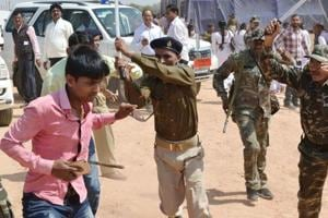 Students show black flag to CM, police cane them