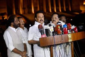 DMK's Stalin discusses Tamil Nadu situation in meeting with Sonia...