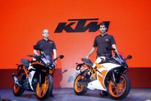 Bajaj Auto MD Rajiv Bajaj (R) and head of KTM Motorcycles in India Amit Nandi at the launch of RC 390 and RC 200.