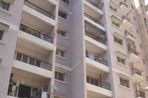 Man jumps off 8th floor, dies